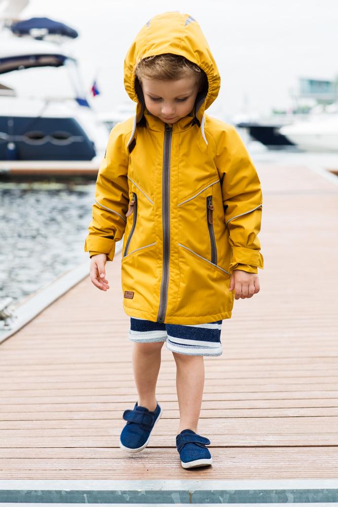 Куртка2jk706Куртка для мальчика atPlay! выполнена из качественного материала. Утепленная куртка-парка на весну для мальчика. Стильного цвета – для тех, кто не ищет компромиссов. С внешней стороны ткань обладает грязе- и водоотталкивающей способностью за счет покрытия Teflon. Это покрытие не позволяет воде проходить через верхний слой ткани, она скатывается в маленькие шарики и легко стряхивается с одежды, а любые загрязнения легко удалить с помощью влажной губки. Преимущества куртки: проклеенные швы - благодаря чему куртка не продувается и не промокаемая. Мягкая подкладка на воротнике и капюшоне - обеспечивает особый комфорт ребенка, светоотражающие элементы, вместительные карманы, потайные карманы. Фурнитура всемирно известной марки YKK - высочайшее качество в деталях и элементах.