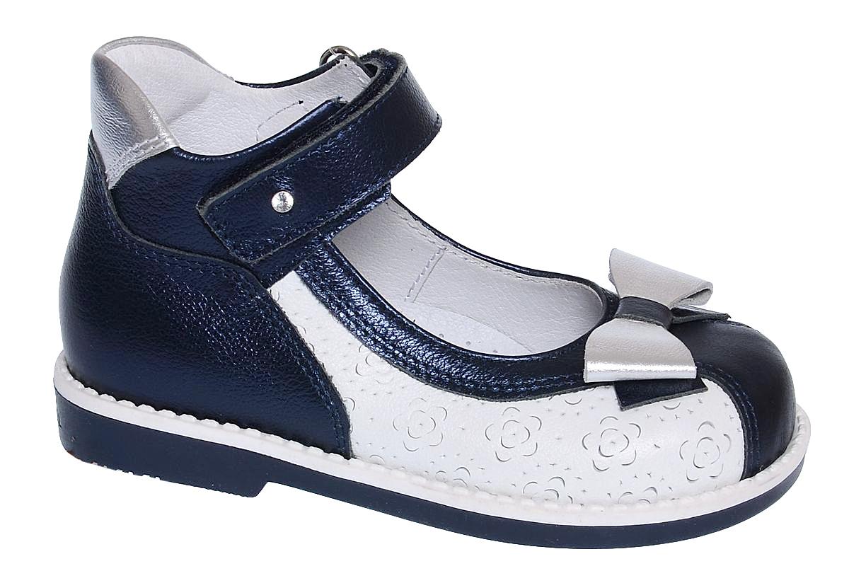Туфли6-801351701Нарядные туфли от Elegami выполнены полностью из натуральной кожи и оформлены декоративным тиснением. Конструкция этой модели позволяет правильно развиваться ножке малышки, благодаря пяточной части с высокими берцами и жестким задником и невысокому каблучку. Ремешок на застежке-липучке гарантирует надежную фиксацию обуви на ноге. Мысок оформлен бантиком. Мягкий манжет создает комфорт при ходьбе и предотвращает натирание ножки ребенка. Стелька с супинатором, выполненная из натуральной кожи, обеспечивает правильное положение ноги ребенка при ходьбе, предотвращает плоскостопие. Подошва выполнена из легкого и прочного ТЭП-материала. Рифленая поверхность подошвы защищает изделие от скольжения. Удобные туфли займут достойное место в гардеробе вашей девочки.