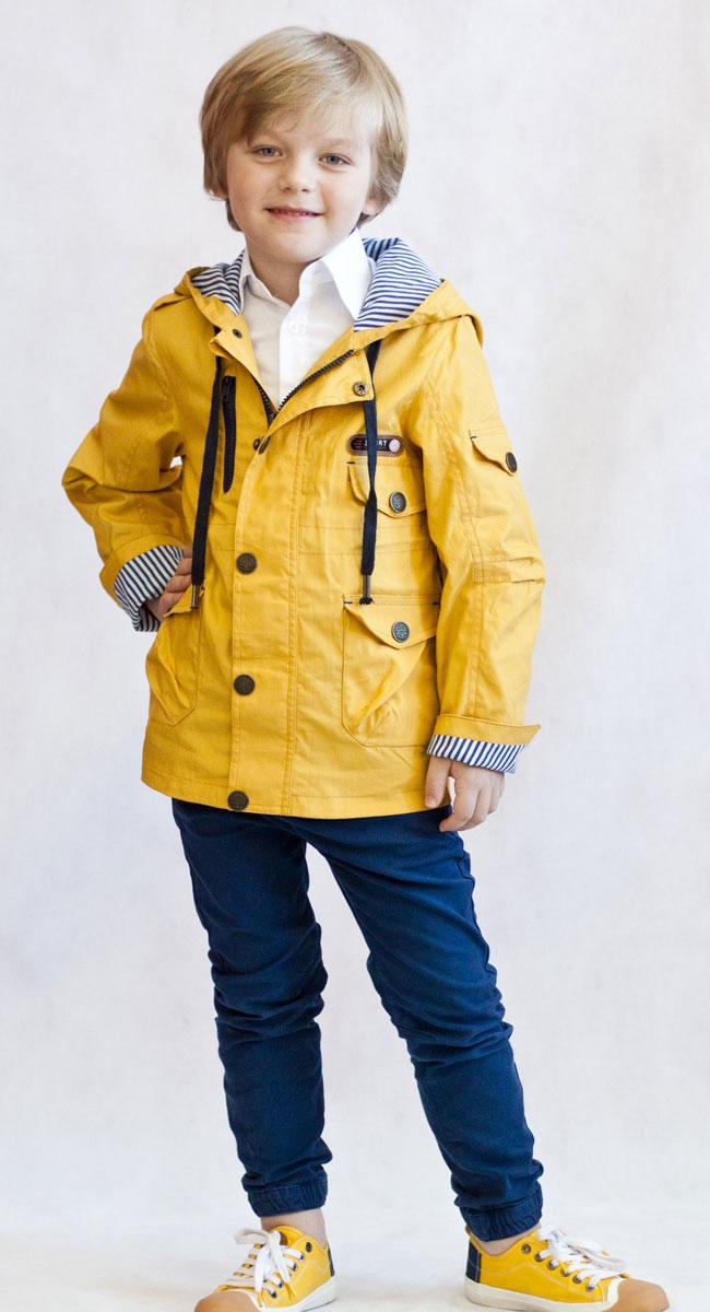 Ветровка3К1707-1Легкая стильная ветровка от Oldos украсит гардероб юного модника и пригодится в прохладный солнечный весенний денек! Внешняя ткань из хлопка с водоотталкивающей пропиткой дышит и защищает от ветра. Принтованная подкладка из трикотажа приятна на ощупь. Объем капюшона можно легко отрегулировать при необходимости. Есть внутренняя регулировка по талии. Накладные карманы с клапаном на кнопке довольно вместительные. Рукава прямые с декоративным отворотом. Светоотражающие элементы. Ветровка подойдет на температуру +10...+20 С.