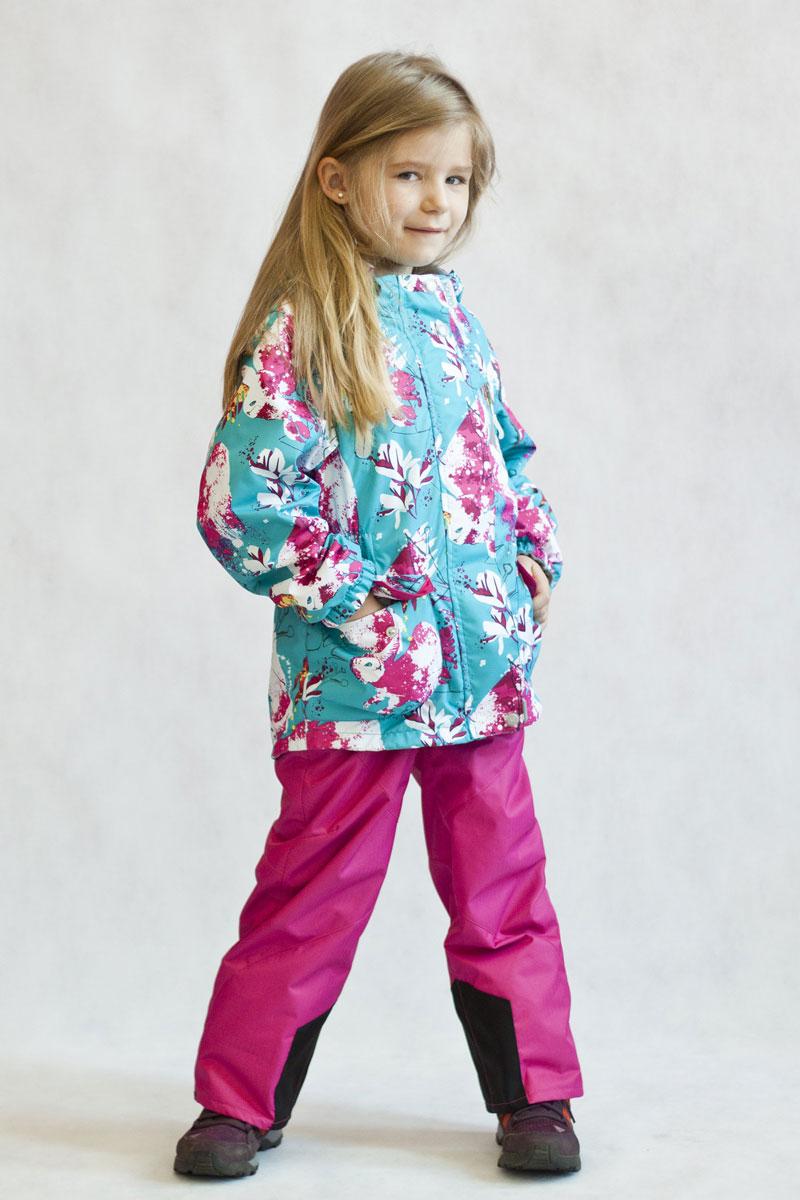 Комплект верхней одежды17/OA-2SU512-1Яркий и технологичный весенне-осенний костюм из мембранной коллекции Oldos Active состоит из куртки и брюк. Верхняя ткань с мембраной 3000/3000 обеспечивает водонепроницаемость, при этом одежда дышит. Покрытие TEFLON повышает износостойкость, а так же облегчает уход за костюмом. Костюм рассчитан на температуру от +10 С до -5 С благодаря утеплителю в куртке Hollofan PRO 100 г/м2 и флисовой подкладке в куртке и брюках. Функционал куртки продуман до мелочей: воротник-стойка с мягким флисом, двойная ветрозащитная планка, съемный капюшон, манжеты на резинке, карманы на молнии, внутренний кармашек с нашивкой-потеряшкой, регулировка по низу куртки, по талии вшита резинка для лучшего прилегания. Брюки так же очень удобны: объем в талии регулируется, широкие эластичные регулируемые по длине бретелями легко отстегиваются при необходимости, карманы на молнии, ветрозащитная муфта с антискользящей резинкой, усиления по низу брюк в местах особого износа. Есть светоотражающие элементы.