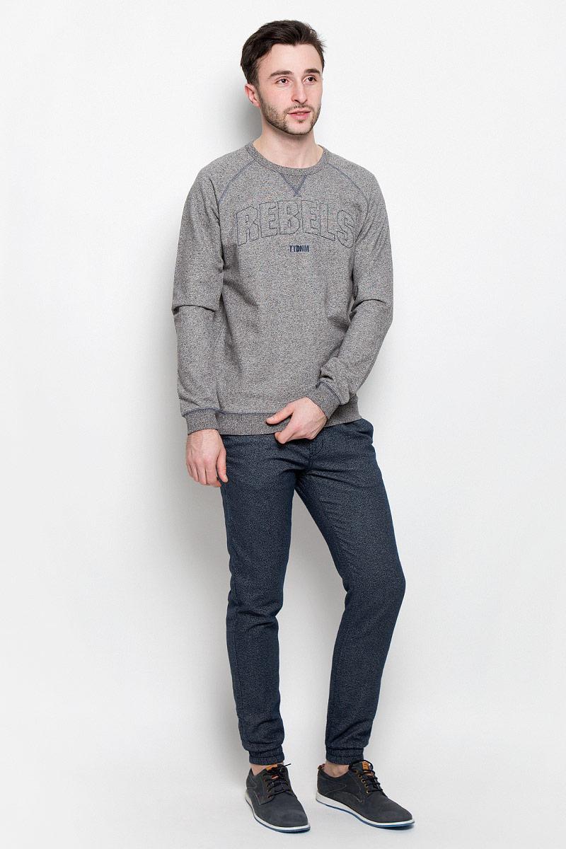 Брюки6405134.00.12_6576Стильные мужские брюки Tom Tailor Denim выполнены из натурального хлопка. Застегиваются брюки на пуговицу и ширинку на застежке-молнии, дополнительно затягиваются на шнурок. Спереди модель дополнена двумя втачными карманами, а сзади - двумя прорезными карманами. Низ брючин фиксирован на широкие эластичные резинки.