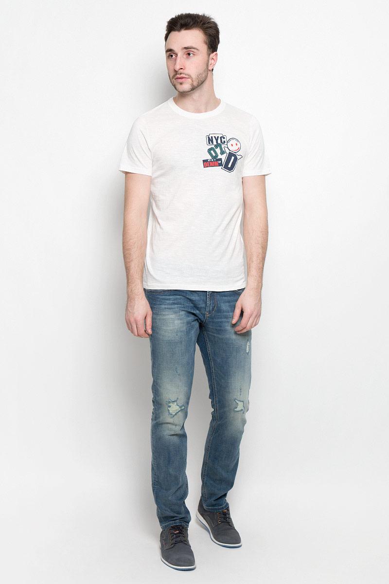 Футболка1037489.00.12_2132Мужская футболка Tom Tailor Denim изготовлена из высококачественного натурального хлопка. Модель с короткими рукавами и круглым вырезом горловины украшена принтом с изображением спортивных нашивок.
