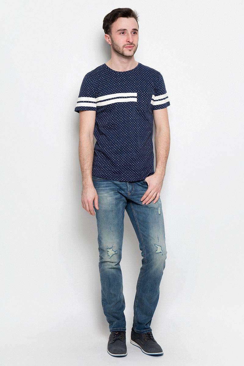 Футболка1037079.01.12_2132Стильная мужская футболка Tom Tailor Denim выполнена из натурального хлопка. Материал очень мягкий и приятный на ощупь, обладает высокой воздухопроницаемостью и гигроскопичностью, позволяет коже дышать. Модель с круглым вырезом горловины и короткими рукавами оформлена оригинальным принтом. Спереди футболка дополнена накладным карманом.