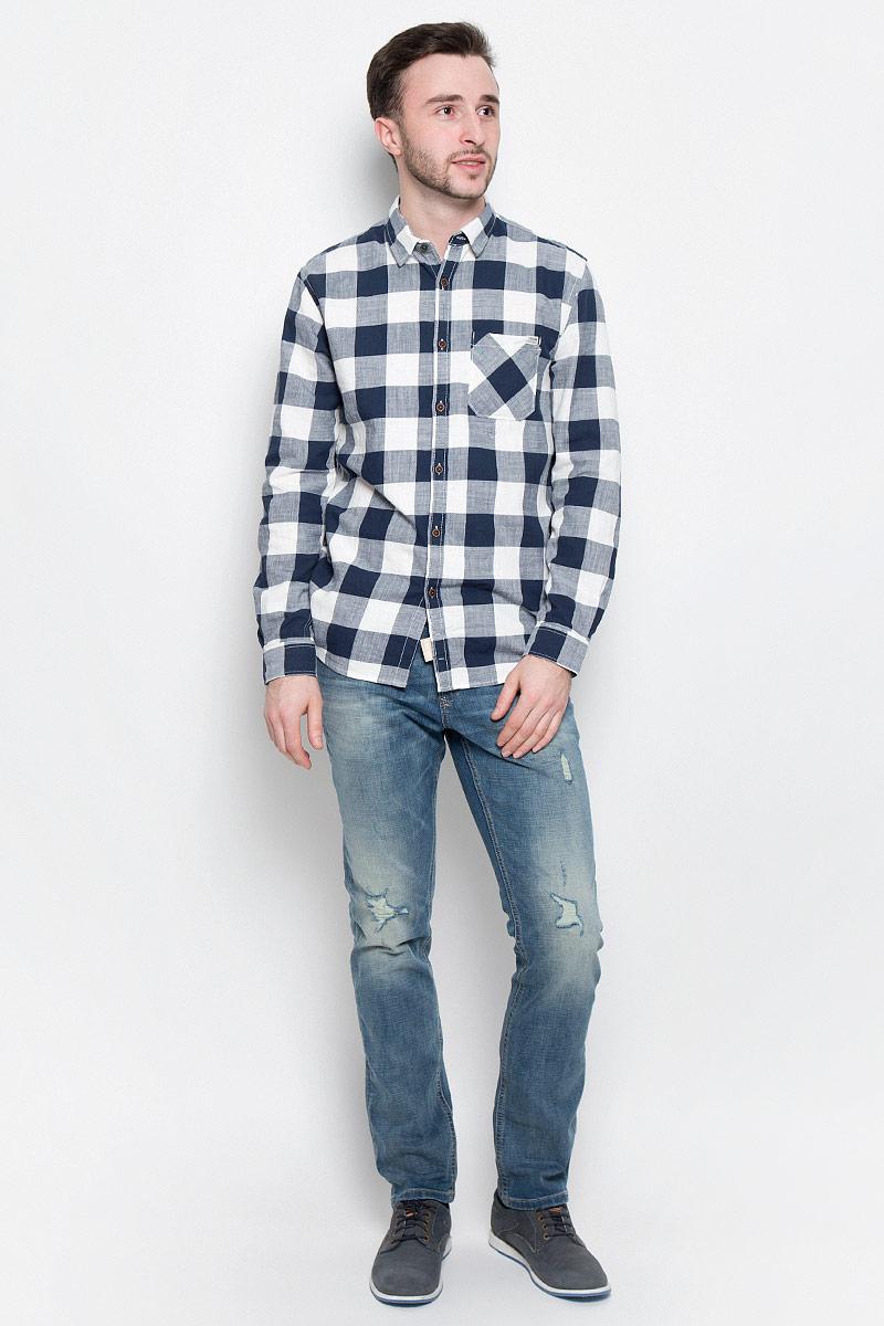 Рубашка2033021.00.12_2132Мужская рубашка Tom Tailor Denim выполнена из натурального хлопка. Рубашка с длинными рукавами и отложным воротником застегивается на пуговицы спереди. Манжеты рукавов также застегиваются на пуговицы. Рубашка оформлена принтом в клетку. На груди расположен накладной карман.