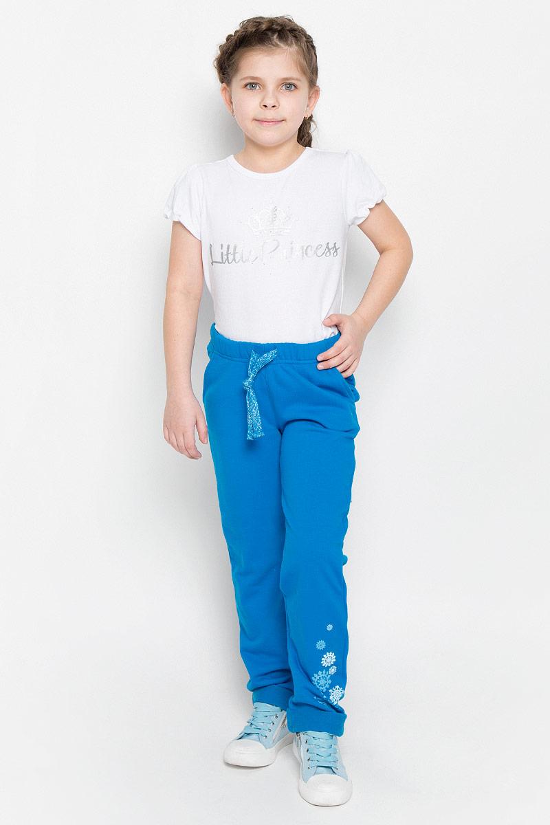 Брюки362116Уютные брюки из футера. Пояс на резинке, дополнительно регулируется шнурком. Модные отвороты снизу.