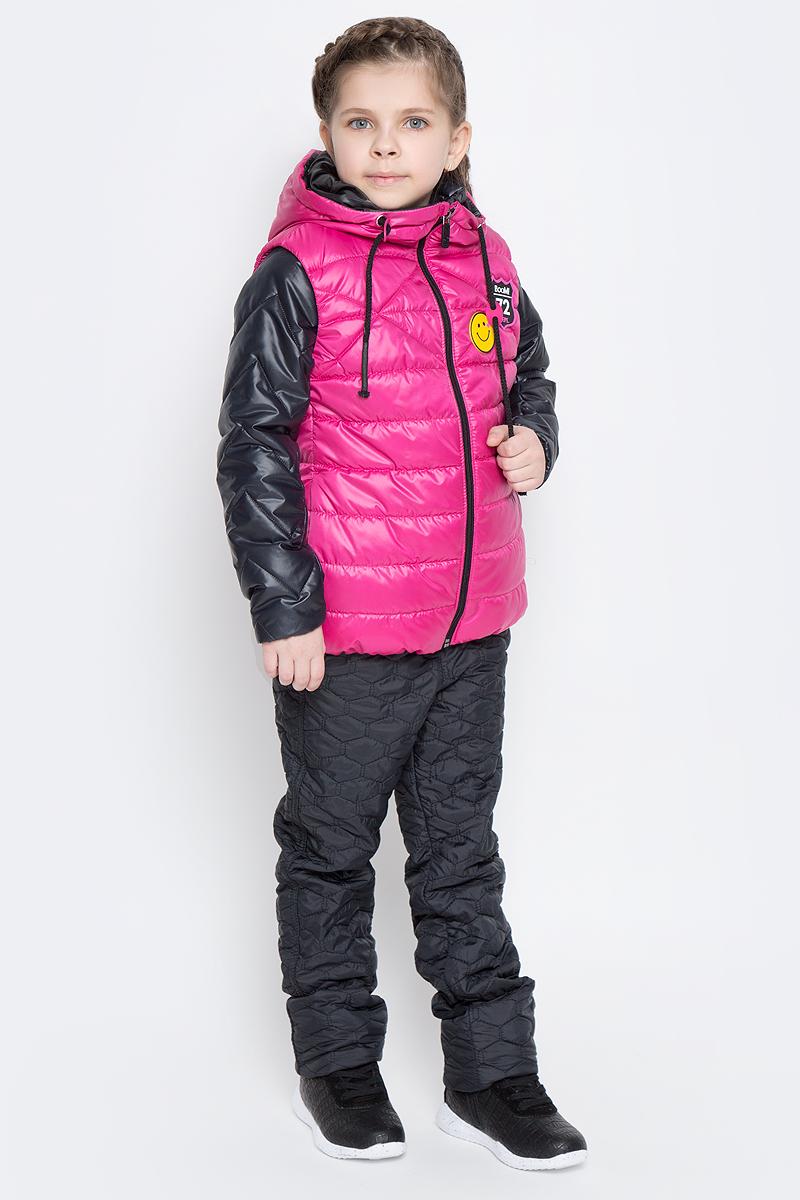 Куртка70004_BOG_вар.1Стильная куртка с жилетом для девочки Boom! идеально подойдет вашей моднице в прохладную погоду. Модель изготовлена из водонепроницаемой и ветрозащитной ткани, на подкладке из полиэстера с добавлением вискозы. В качестве утеплителя изделия используется материал Flexy Fiber (100 г/м2). Стеганая куртка с воротником стойкой и длинными рукавами застегивается спереди на застежку-молнию. В боковых швах предусмотрены два прорезных кармана. Съемный жилет с капюшоном полностью застегивается на застежку-молнию и дополнен двумя втачными карманами. Жилет дополнен светоотражающими элементами и оригинальной нашивкой с логотипом бренда.