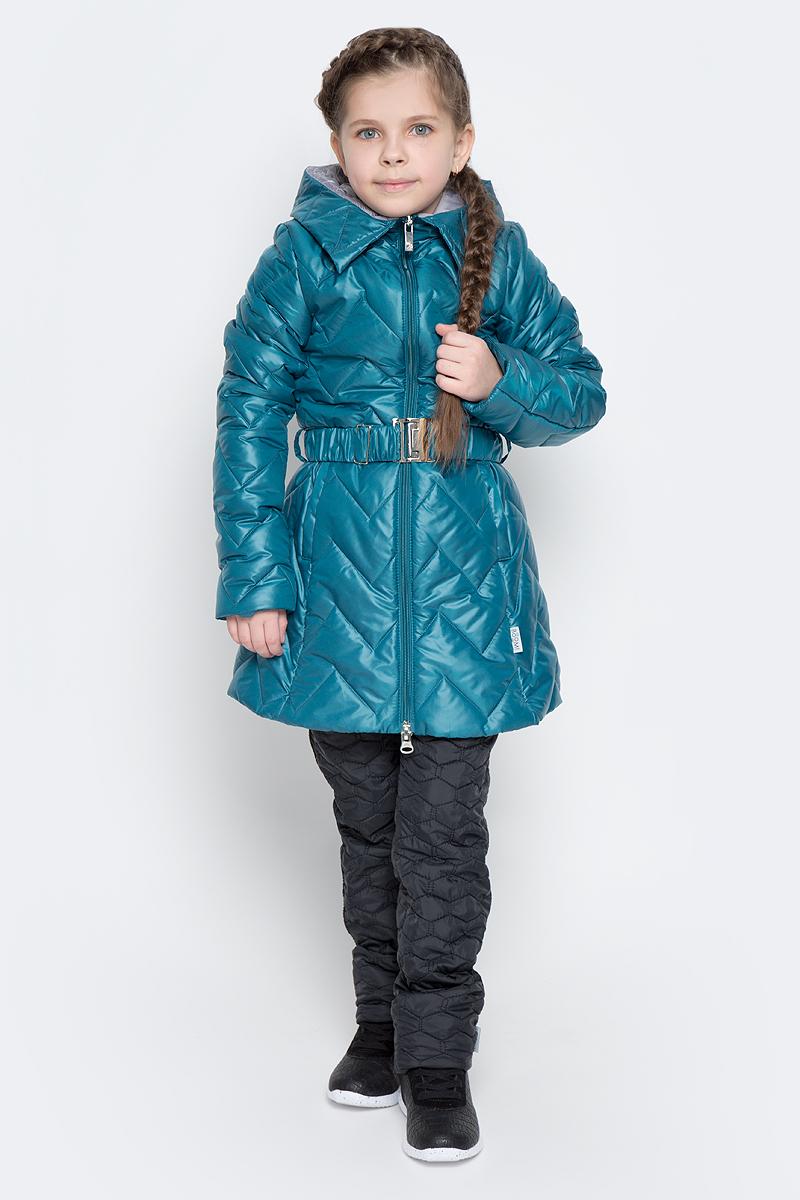 Куртка70007_BOG_вар.1Удлиненная куртка для девочки Boom! c длинными рукавами и несъемным капюшоном выполнена из прочного полиамида. Наполнитель - синтепон. Модель застегивается на застежку-молнию спереди. Изделие имеет два втачных открытых кармана спереди, на талии расположены шлевки для ремня. В комплект входит пояс с широкой эластичной резинкой, фиксирующийся при помощи металлической пряжки-защелки. Куртка дополнена светоотражающими элементами.