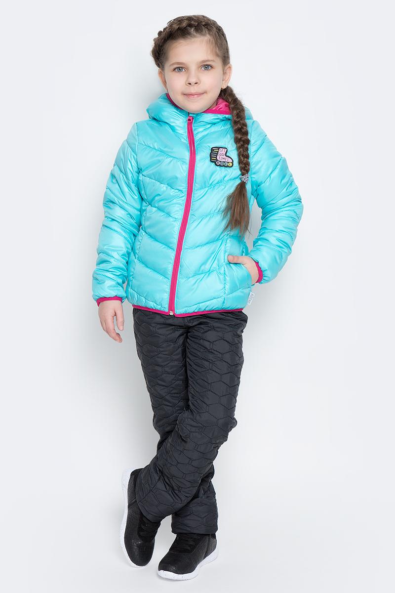 70231_BOG_вар.1Стильная куртка для девочки Boom! изготовлена из водонепроницаемой и ветрозащитной ткани, на подкладке из полиэстера с добавлением вискозы. В качестве утеплителя изделия используется синтепон (150 г/м2). Куртка с капюшоном застегивается на пластиковую застежку-молнию и дополнительно имеет защиту подбородка и ветрозащитную планку. Капюшон не отстегивается. Края капюшона, низ рукавов и куртки дополнены тонкими трикотажными резинками, которые не позволяют просачиваться холодному воздуху. По бокам имеются два втачных кармана, а с внутренней стороны куртка дополнена двумя накладными карманами. На изделии предусмотрены светоотражающие элементы для безопасности ребенка в темное время суток.