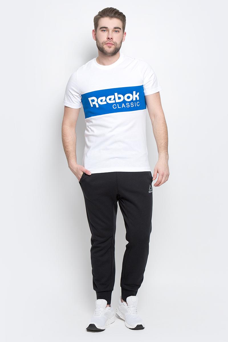 ФутболкаBK3834Мужская футболка Reebok выполнена из хлопковой ткани. Облегающий крой отлично подходит для интенсивных тренировок и придает стилю эффектности. У модели классический круглый ворот и короткие стандартные рукава, спереди - вставка с принтом в виде логотипа Reebok.