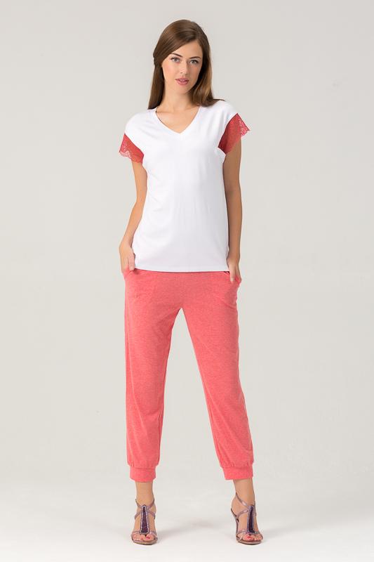 Комплект одежды455К1Женский костюм для дома и отдыха состоит из футболки и брюк. Изготовлен из мягкого трикотажного материала. В составе вискоза и лайкра.
