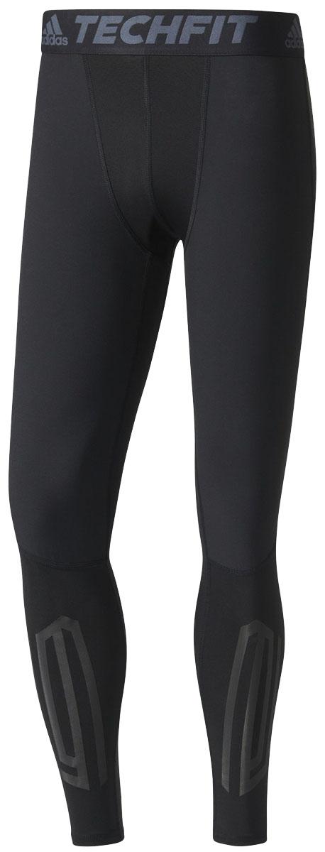 ТайтсыB45499Мужские компрессионные тайтсы adidas Tf Tough Lt изготовлены из высококачественного эластичного полиэстера. Тайтсы поддерживающего, компрессионного кроя для высокоинтенсивных тренировок выполнены из гладкой быстросохнущей ткани climalite с ультрамягкими швами, снижающими риск натирания кожи. Легкая и эластичная модель дополнена защитой от УФ-лучей и светоотражающими деталями. Обтягивающие тайтсы дополнены широкой эластичной резинкой на талии и оформлены объемным принтом по голени.
