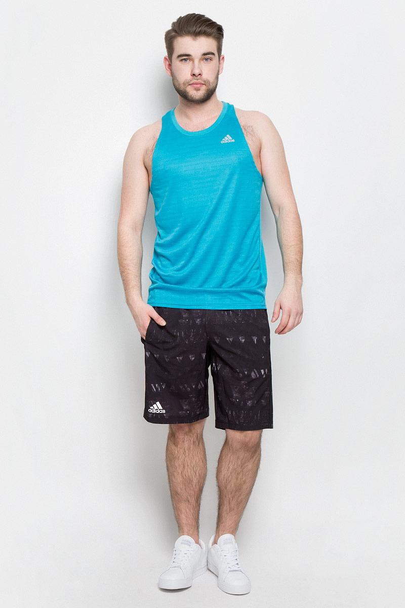 МайкаBP7480Мужская спортивная майка Adidas Rs Singlet M изготовлена из полиэстера с добавлением полиэфира по технологии climalite, что обеспечивает быстрое влагоотведение с поверхности тела. Модель с круглой горловиной декорирована принтом с логотипом и названием бренда и светоотражающими полосами на спинке.