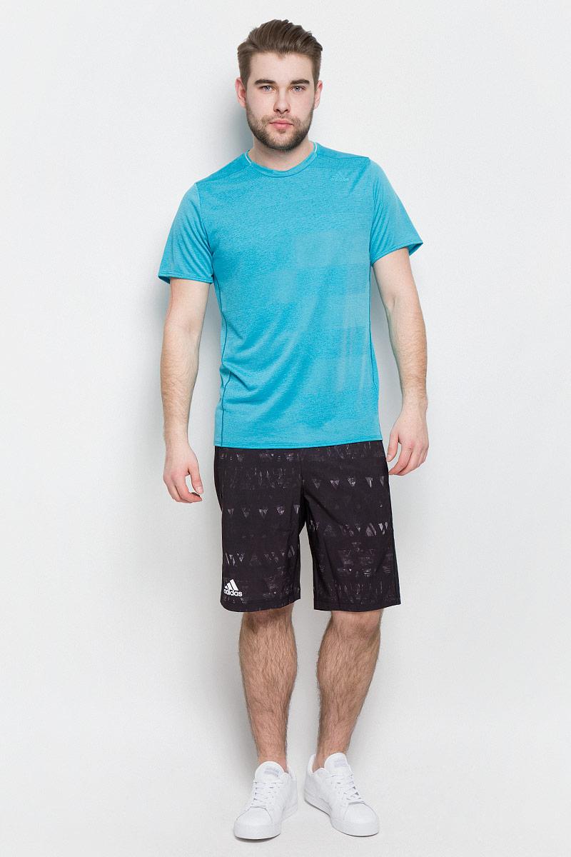 ФутболкаS97944Мужская спортивная футболка Adidas Sn Ss Tee M изготовлена из полиэстера с добавлением полиэфира по технологии climalite, что обеспечивает быстрое влагоотведение с поверхности тела. Модель с круглой горловиной и короткими рукавами. Однотонная футболка декорирована принтом с логотипом бренда и светоотражающими полосами на спинке.