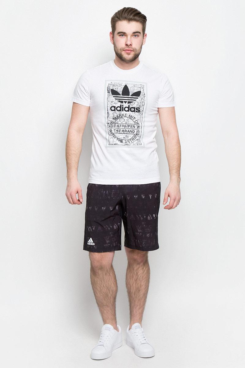 ФутболкаBP8988Мужская футболка Adidas Graphic T Mthly изготовлена из качественного натурального хлопка. Модель с круглой горловиной и короткими рукавами. Принт на футболке изображает кирпичную стену дома в викторианском стиле и штамп с надписью The Brand With The 3 Stripes.
