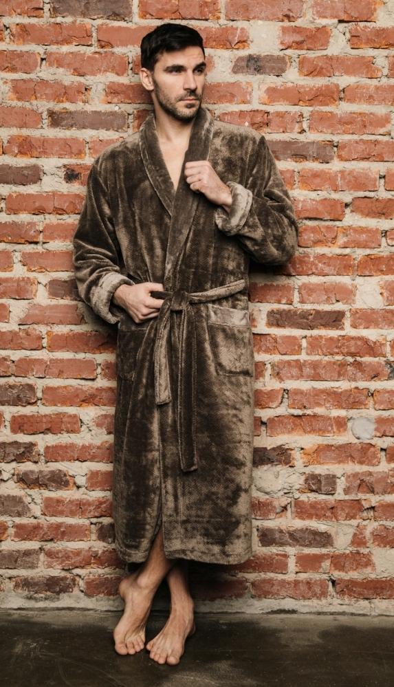 Халат489Классический мужской халат из микрофибры. Невероятно мягкий и приятный на ощупь. Интересный рисунок ткани елочкой.