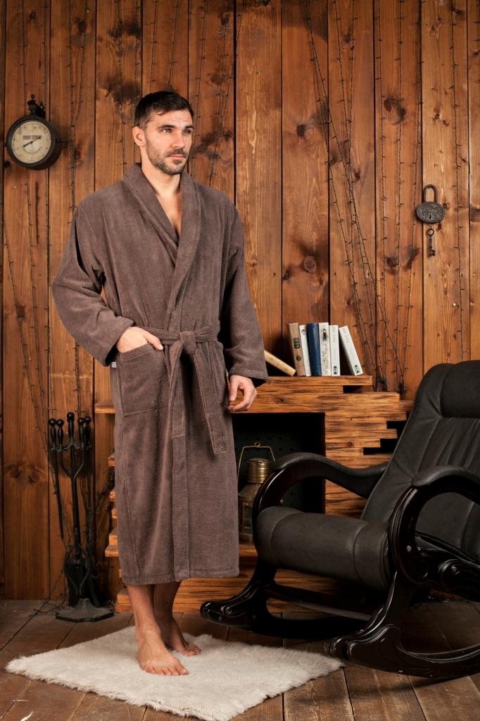 Халат481Классический мужской халат с шалькой из микрокоттона, который делает халат легким, и очень приятным на ощупь. Элегантная отделка декоративной тесьмой внутренних швов полочек. Модель соответствует высокому европейскому уровню.
