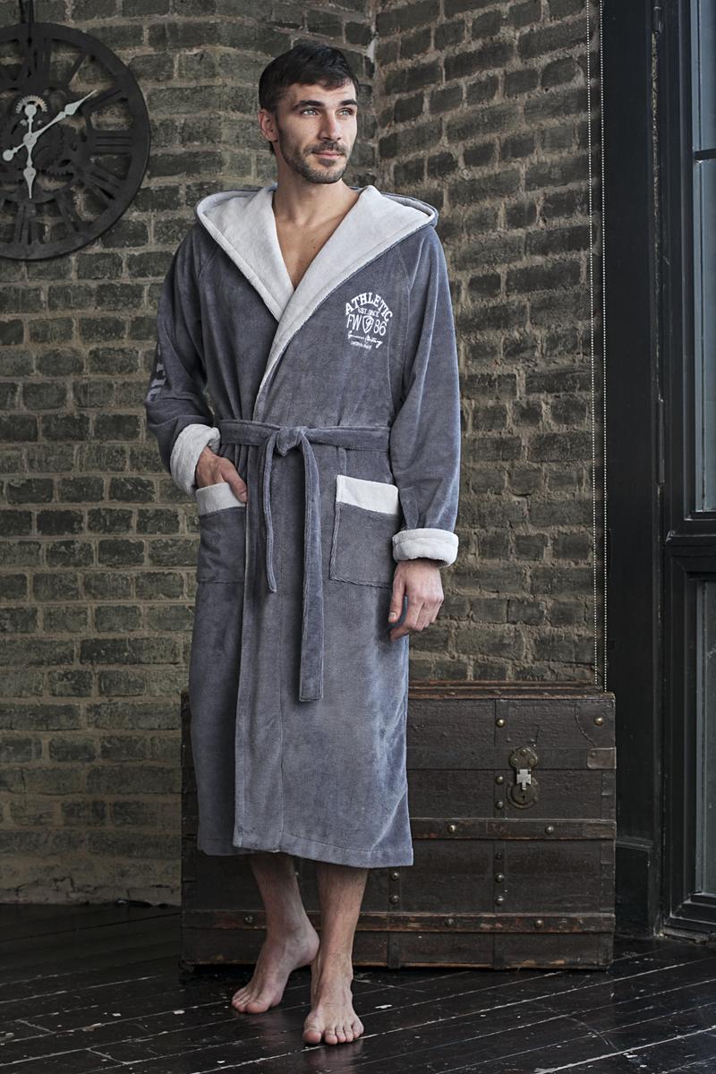 123Удлиненный спортивный бамбуковый мужской халат на запахе с капюшоном. Вышивка на рукаве и груди. Спортивная классика для настоящих мужчин. Удобный, практичный, стильный халат для дома. Модель из серии Family Look.