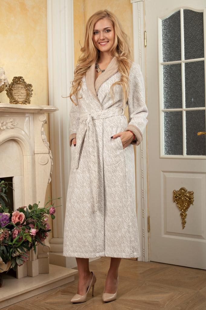 Халат485Шикарный длинный халат для женщин. Очень легкий и приятный на ощупь. С очень нежным принтом и контрастной отделкой по манжетам и шальке. Ткань сделана по новой технологии, петелька ткани закреплена и не вытягивается.