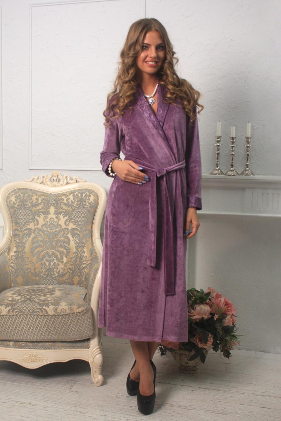 Халат454Элегантный женский халат Five Wien Home Roshel изготовлен из велюрового бамбука и полиэстера. Шалька и манжеты декорированы эффектным гипюровым кружевом. Халат дополнен карманами и длинным поясом.