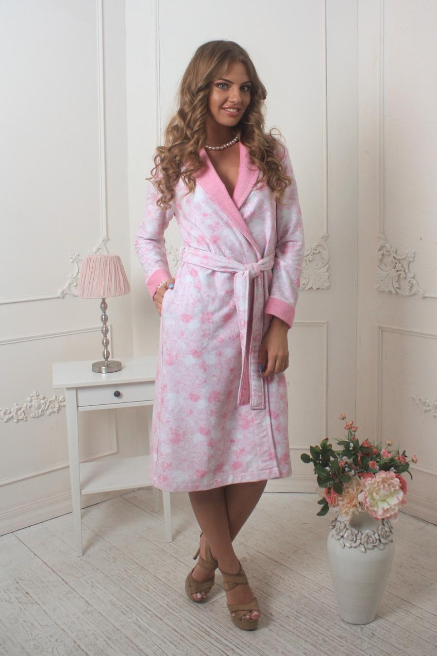452Невероятно нежный и стильный халат, выполненный в уникальной ткани с didgital принтом и идеальной посадкой по фигуре. Легкая, солнечная цветовая гамма.