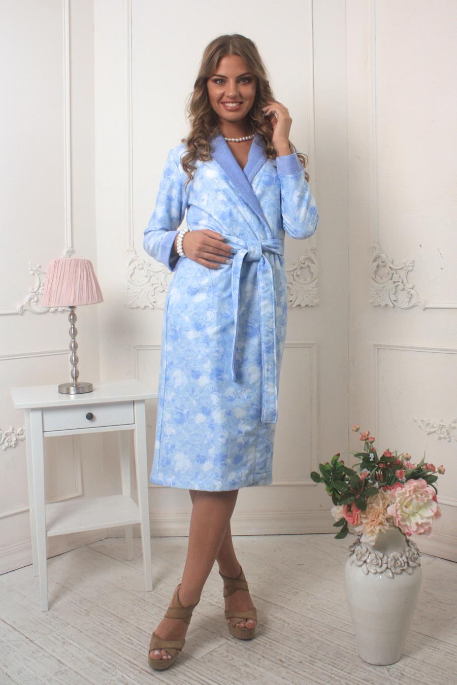 Халат452Невероятно нежный и стильный халат Five Wien Home Liana, выполненный из уникальной ткани с didgital принтом и идеальной посадкой по фигуре. Модель миди дополнена врезными карманами и длинным поясом. Легкая, солнечная цветовая гамма.