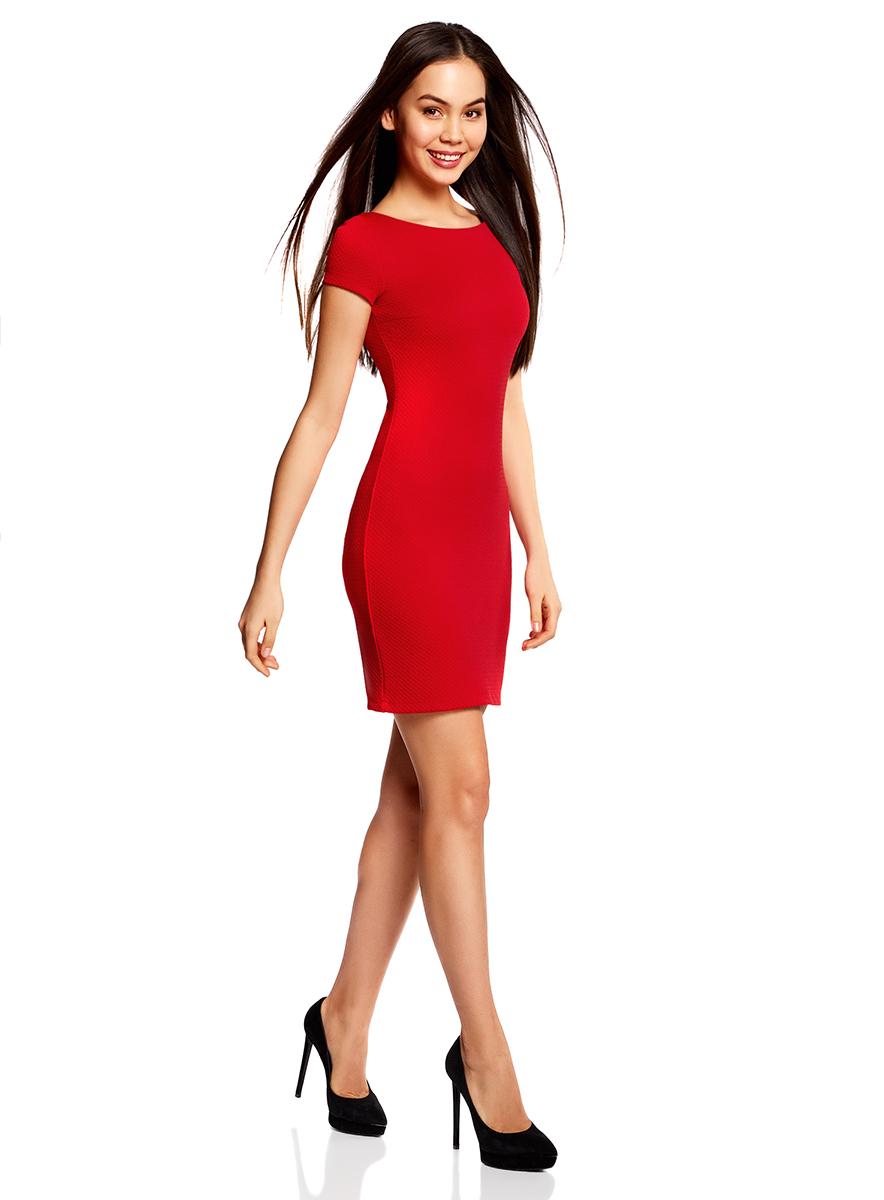 Платье14001117-11B/45211/2900NСтильное платье oodji Ultra облегающего кроя выполнено из качественного фактурного трикотажа в мелкий рубчик. Модель мини-длины с вырезом-лодочкой и короткими рукавами выгодно подчеркивает достоинства фигуры.