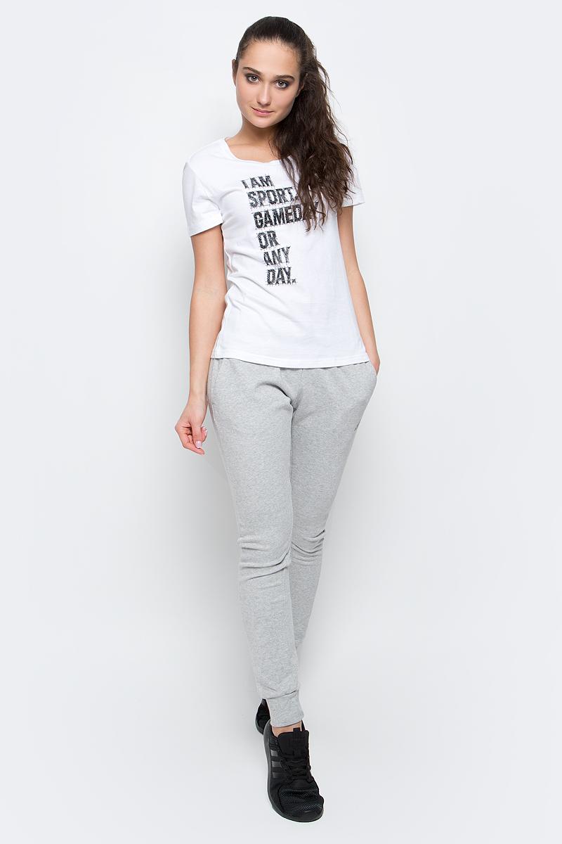ФутболкаBP8355Женская футболка I Am Sport от adidas выполнена из гладкого хлопкового трикотажа. Модель свободного кроя с круглым вырезом горловины и стандартными короткими рукавами.