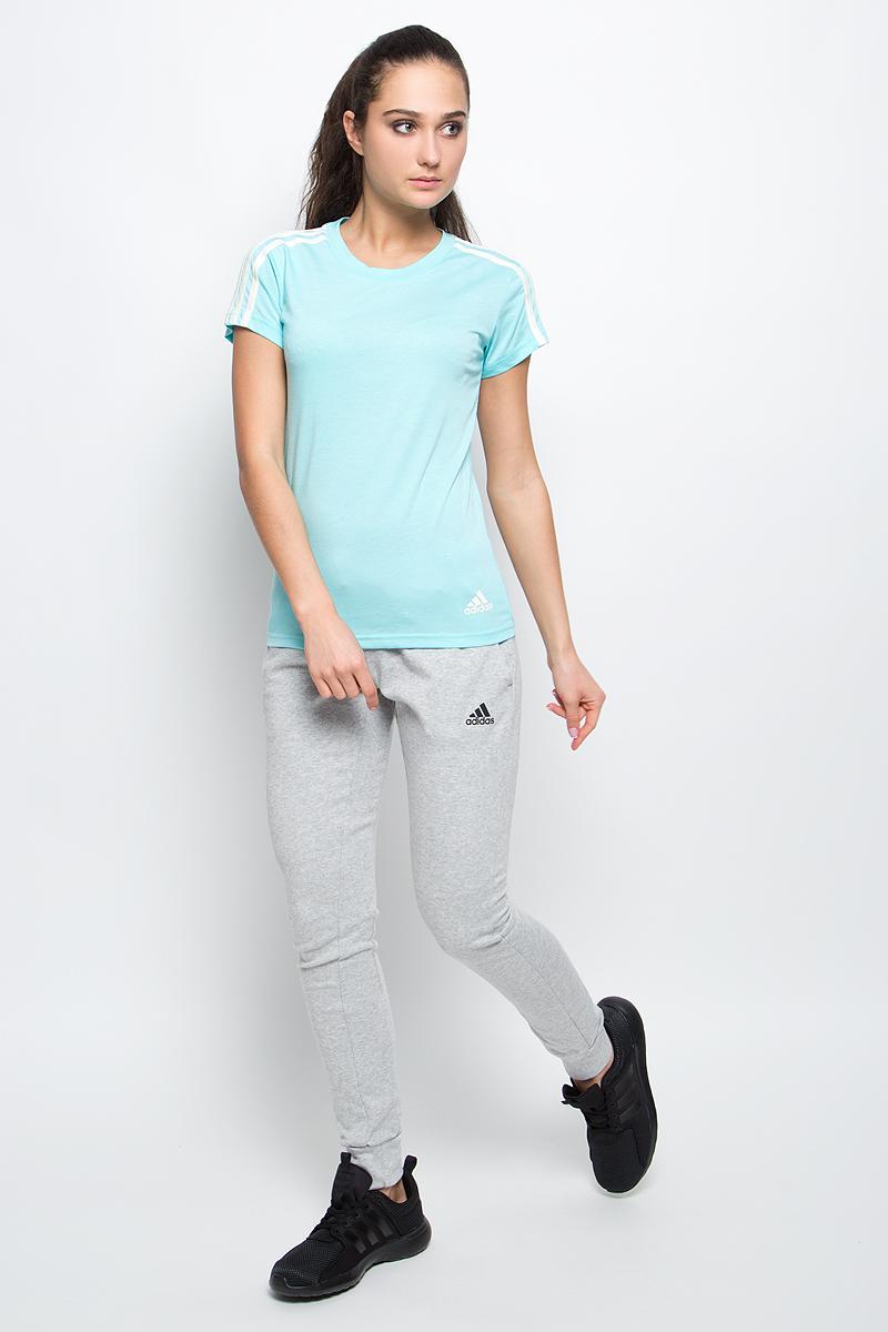 ФутболкаS97184Спортивная женская футболка Ess 3s slim tee от adidas современного приталенного кроя выполнена из отводящей влагу ткани с технологией climalite, которая поможет сохранить комфортное ощущение сухости. У модели круглый ворот, на рукавах узнаваемые три полоски. Эта модель - часть экологической программы adidas: использованы технологии, сберегающие природные ресурсы, каждая нить имеет значение, переработанный полиэстер сохраняет природные ресурсы и уменьшает отходы производства.
