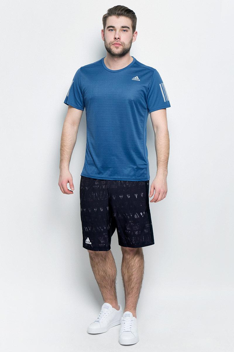 ФутболкаBP7416Мужская футболка aadidas Rs Ss Tee M выполнена из полиэфира и полиэстера. Ткань с технологией climalite быстро и эффективно отводит влагу с поверхности кожи, поддерживая комфортный микроклимат. Такая футболка великолепно подойдет как для повседневной носки, так и для спортивных занятий. Модель с короткими рукавами и круглым вырезом горловины украшена контрастными полосками на рукавах и небольшим принтом с логотипом бренда на груди.