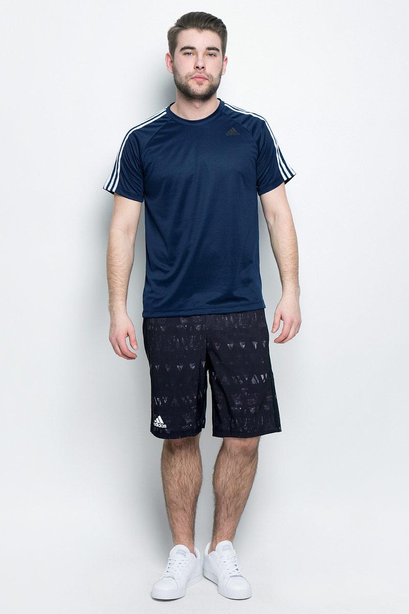 BK0969Мужская футболка adidas D2M Tee 3S, выполненная из высококачественного полиэстера, обладает высокой воздухопроницаемостью. Ткань с технологией climalite быстро и эффективно отводит влагу с поверхности кожи, поддерживая комфортный микроклимат. Такая футболка великолепно подойдет как для повседневной носки, так и для спортивных занятий. Модель с короткими рукавами-реглан и круглым вырезом горловины украшена контрастными полосками на рукавах и небольшим принтом с логотипом бренда на груди.
