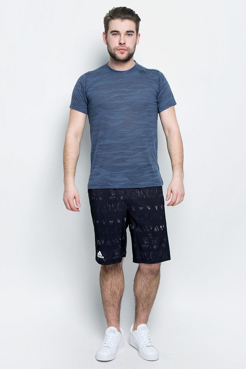 ФутболкаBK6100Мужская футболка adidas Freelift Ak выполнена из полиэстера с добавлением вискозы. Ткань с технологией climalite быстро и эффективно отводит влагу с поверхности кожи, поддерживая комфортный микроклимат. Такая футболка великолепно подойдет как для повседневной носки, так и для спортивных занятий. Модель с короткими рукавами и круглым вырезом горловины оформлена принтом с логотипом бренда. Спинка слегка удлинена, имеются небольшие боковые разрезы.