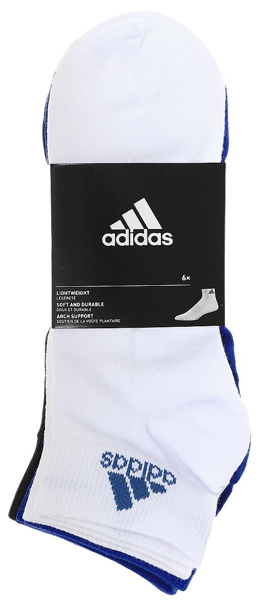 Комплект носковS99890Носки adidas Per Ankle T изготовлены из высококачественного эластичного хлопка с добавлением полиамида и полиэстера. Укороченные носки с поддержкой стопы имеют эластичную резинку, которая надежно фиксирует носки на ноге. В комплект входят 6 пар носков разных цветов: синего, белого, темно-голубого, темно-синего, серого и темно-фиолетового.