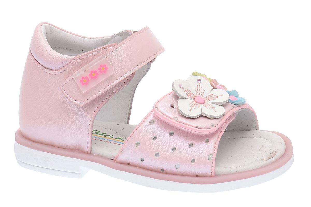 СандалииA-B79-62-BОчаровательные сандалии от BiKi придутся по душе вашей маленькой принцессе и идеально подойдут для повседневной носки в летнюю погоду. Модель выполнена из комбинированной кожи. Ремешок на подъеме декорирован прорезиненной нашивкой с цветочным принтом. Передний ремешок украшен оригинальной аппликацией с цветами, оформленной стразами. Полужесткий закрытый задник и ремешки на застежках-липучках надежно зафиксируют модель на стопе. Подкладка и стелька из натуральной кожи позволяют ножкам дышать. Супинатор на стельке обеспечивает правильное положение ноги ребенка при ходьбе, предотвращает плоскостопие. Подошва с рифлением в виде оригинального рисунка гарантирует отличное сцепление с любой поверхностью. Стильные и удобные сандалии - незаменимая вещь в гардеробе каждой девочки!