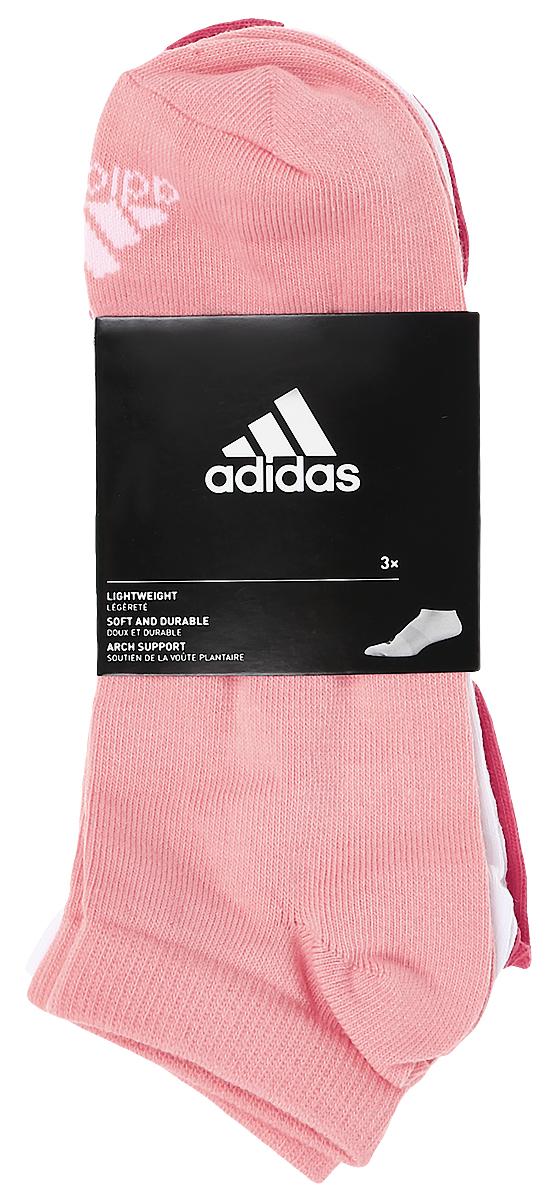 S99894Женские носки adidas Per No-Sh T изготовлены из высококачественного эластичного хлопка с добавлением полиамида и полиэстера. Укороченные носки с поддержкой стопы имеют эластичную резинку, которая надежно фиксирует носки на ноге. В комплект входят 3 пары носков разных цветов.