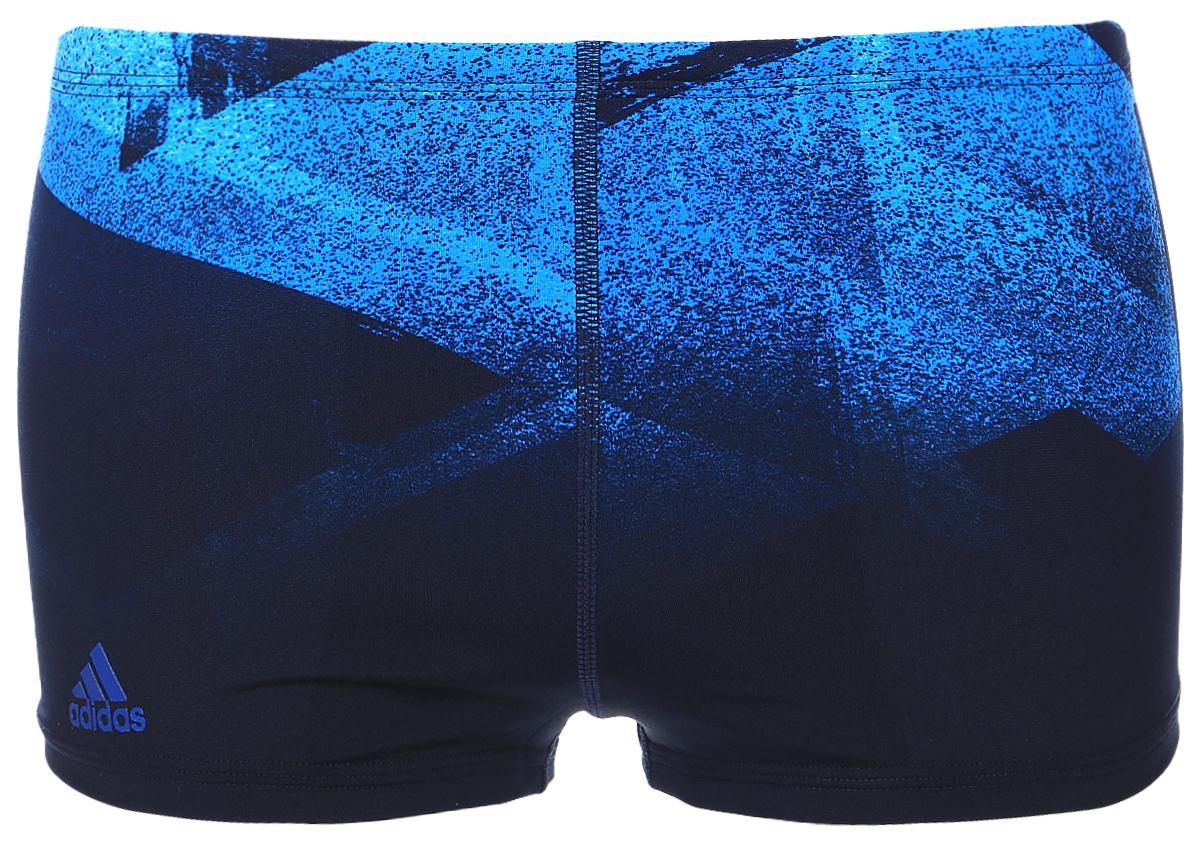 ПлавкиBK3684Плавательные мужские боксеры adidas Inf+ 3Str Pr Bx выполнены из полиэстера. Эти удобные мужские боксеры помогут справиться даже с самыми тяжелыми тренировками. Они сделаны из материала InfIinitex, который сопротивляется воздействию хлора. Оформлена модель интересным принтом и логотипом бренда.