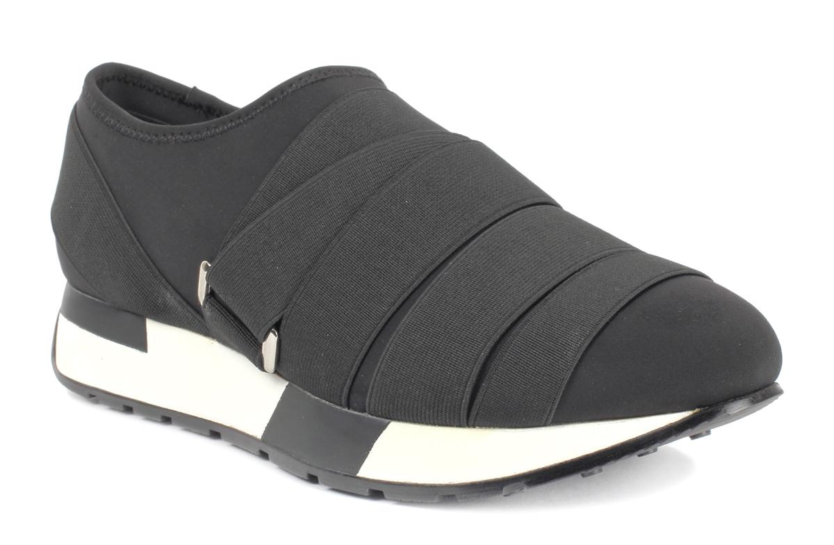 КроссовкиU719M-1Женские кроссовки Un1ta выполнены из текстиля и отлично подойдут для повседневной носки. Подъем оформлен шнуровкой из резинки с фиксатором, благодаря которой обувь сидит плотно на ноге. Подошва, дополненная контрастным принтом, обеспечивает легкость и естественную свободу движений. Модные и удобные кроссовки превосходно подчеркнут ваш оригинальный и стильный облик.