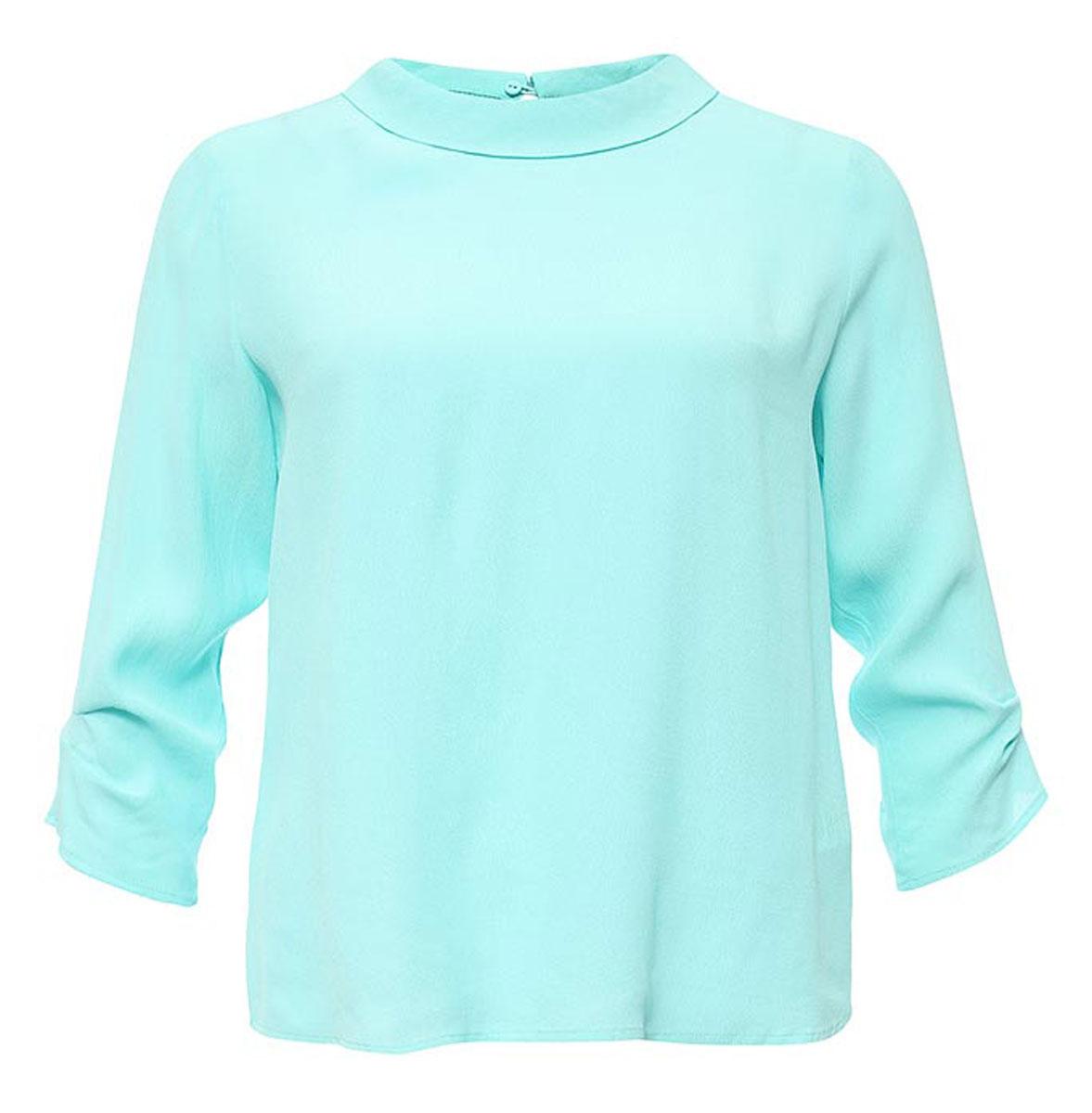 БлузкаTw-112/1172-7131Лаконичная женская блузка Sela выполнена из тонкого легкого материала. Модель прямого кроя с отложным воротничком и рукавами 3/4 застегивается сзади на пуговицу. Блузка подойдет для офиса, прогулок и дружеских встреч и будет отлично сочетаться с джинсами и брюками, и гармонично смотреться с юбками. Мягкая ткань на основе вискозы комфортна и приятна на ощупь.