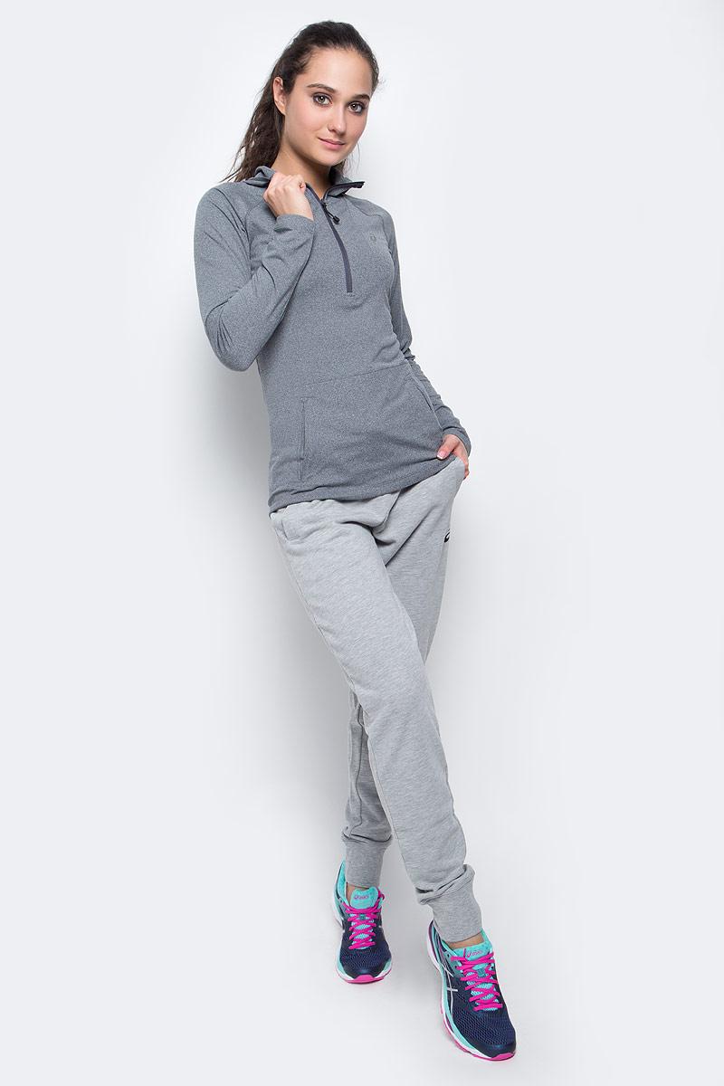 Лонгслив144013-0773Лонгслив для бега Asics LS Hoodie, выполненный из полиэстера и эластана, оформлен фирменной аппликацией и прострочкой. Модель с капюшоном и длинным рукавом регланом застегивается с помощью молнии.