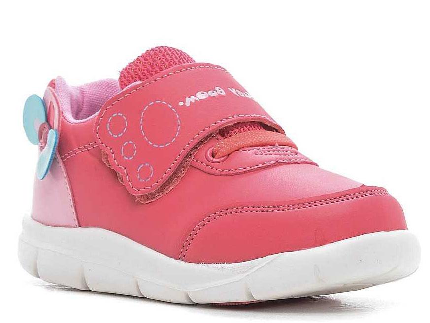Кроссовки043752Модные кроссовки для девочки выполнены из искусственной кожи. Подкладка и стелька из текстиля обеспечивают комфорт и не натирают. Ремешок с застежкой- липучкой и эластичная шнуровка надежно зафиксируют модель на ноге. Подошва дополнена рифлением.