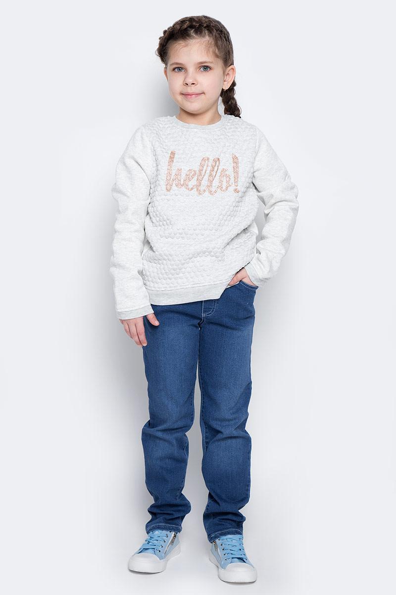 Джинсы362110Удобные джинсы для девочки выполнены из мягкого трикотажного полотна. Джинсы прямого кроя и стандартной посадки на талии имеют пояс на широкой трикотажной резинке, дополнительно регулируемый шнурком. Модель дополнена четырьмя функциональными карманами.