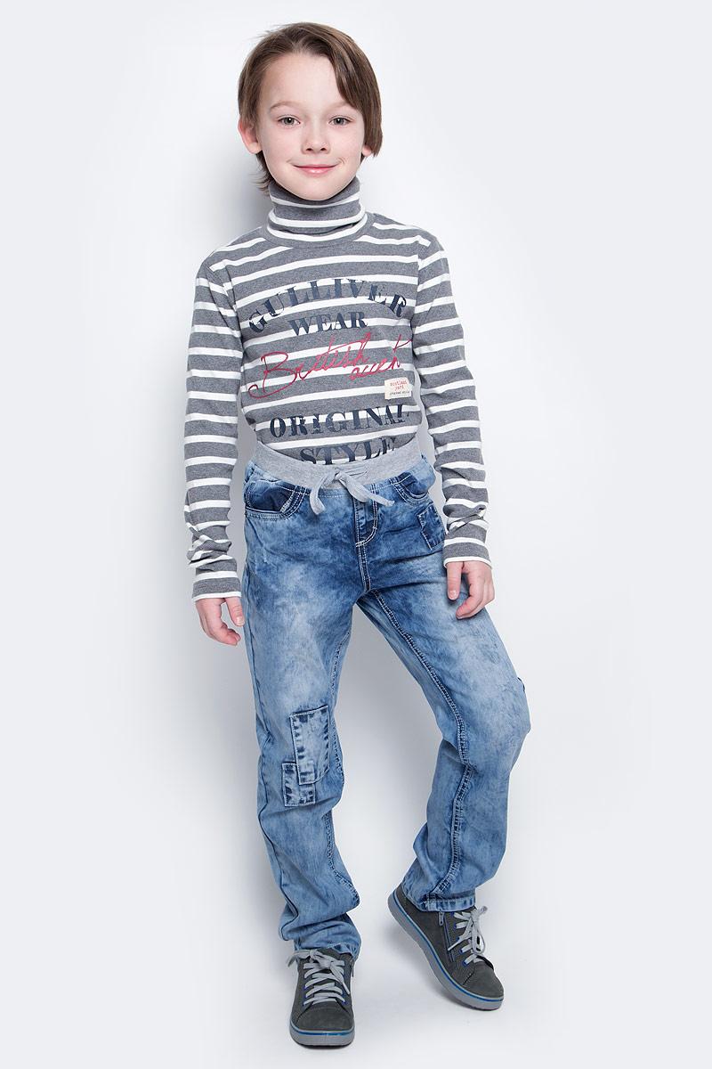 Джинсы361059Удобные джинсы для мальчика выполнены из натурального хлопка в стиле вареных джинсов 90-х годов и оформлены декоративными заплатками. Джинсы зауженного кроя и стандартной посадки на талии имеют пояс на широкой трикотажной резинке, дополнительно регулируемый шнурком. Модель представляет собой классическую пятикарманку: два втачных и один маленький накладной кармашек спереди и два накладных кармана сзади.