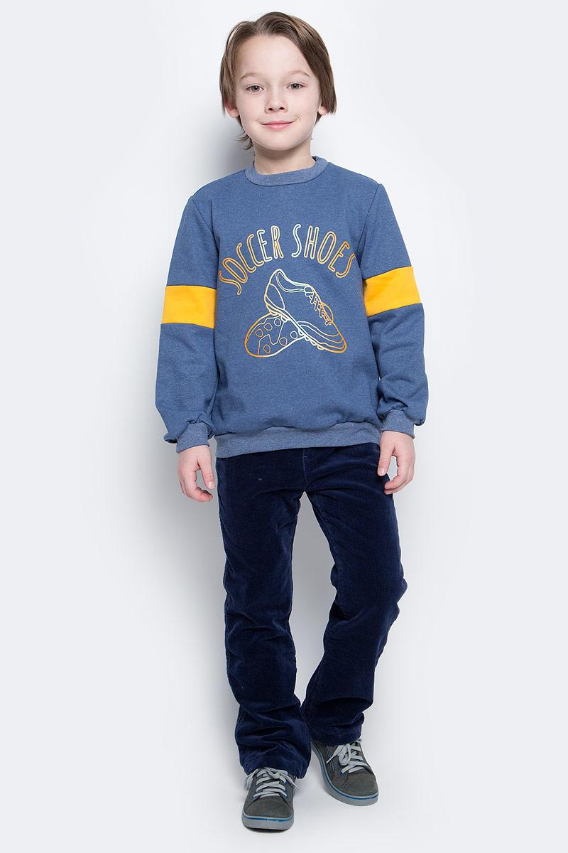 Свитшот20716Свитшот для мальчика КотМарКот с длинными рукавами и круглым вырезом горловины выполнен из натурального хлопка. Изнаночная сторона имеет начес. Изделие украшено принтом и надписью.