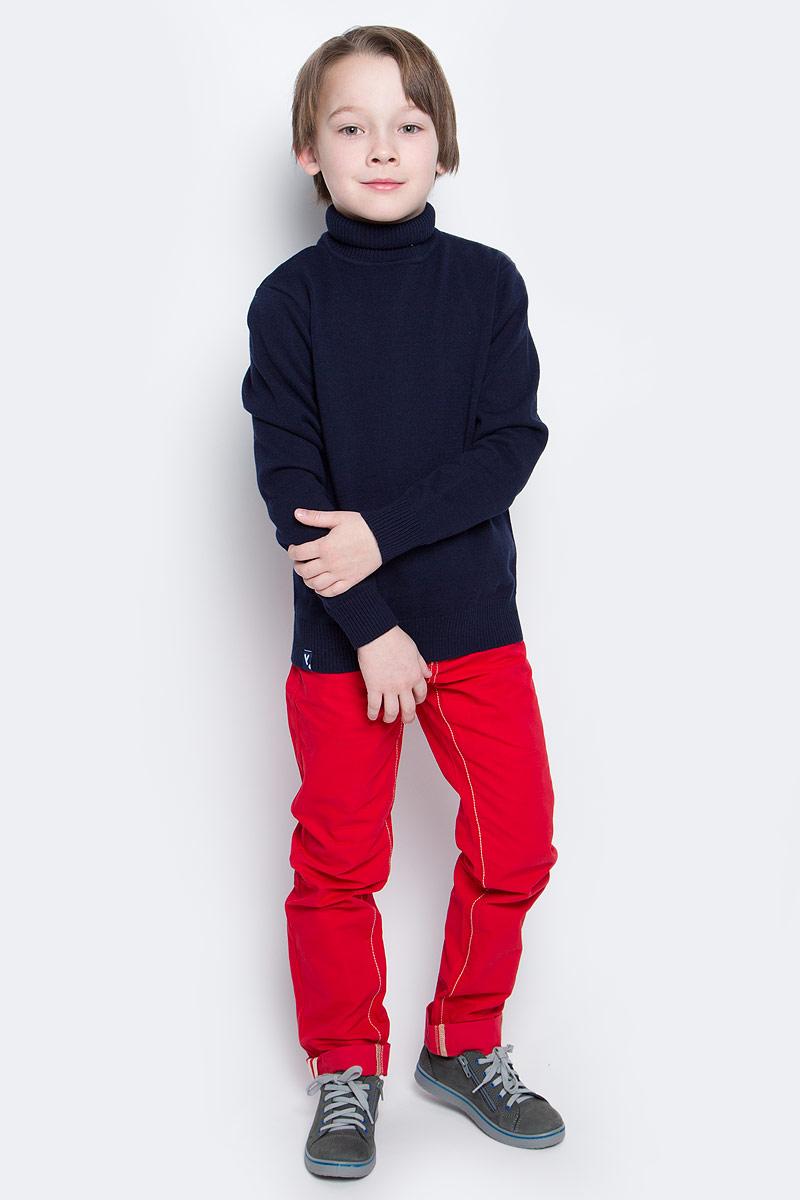 Свитер361155Уютный свитер из мягкого трикотажа мелкой вязки с высоким воротником, который надежно защитит от ветра. Универсальный цвет модели позволяет сочетать ее с любой одеждой. Рукава и низ изделия выполнены из широкой вязаной резинки.