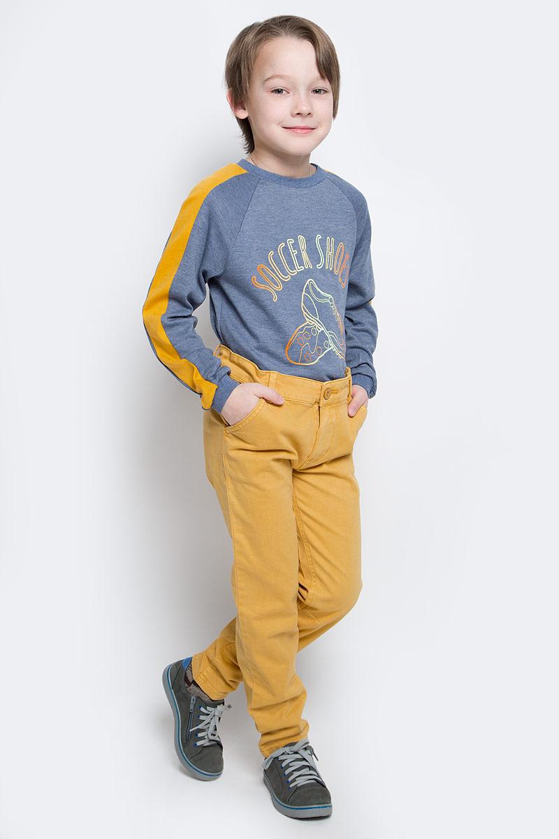216BBBC63010400Однотонные брюки из мягкого хлопка с эластаном - хит осенне-зимнего сезона! Классные брюки подарят комфорт и свободу движений. С рубашкой, пуловером, толстовкой они составят отличный комплект. Выполнены из высококачественного материала.