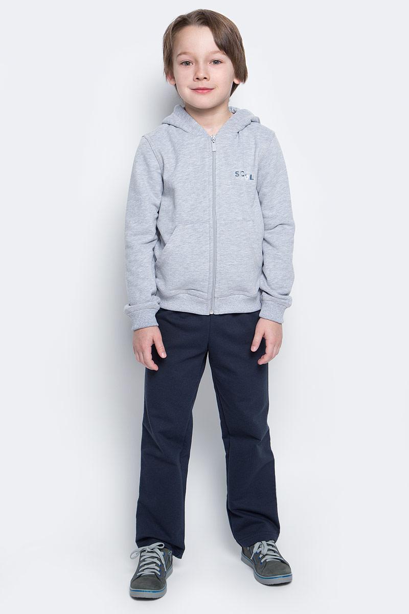 Спортивный костюм6452Спортивный костюм для мальчика Pastilla состоит из толстовки и брюк. Костюм изготовлен из эластичного хлопка. Изнаночная сторона изделия с небольшими петельками. Толстовка с капюшоном и длинными рукавами застегивается на пластиковую молнию. Манжеты и низ модели выполнены из трикотажной резинки. Толстовка дополнена спереди двумя накладными карманами. На груди модель оформлена термоаппликацией в виде надписи. Спортивные брюки прямого кроя в поясе имеют широкую эластичную резинку, регулируемую шнурком. Изделие дополнено лампасами.