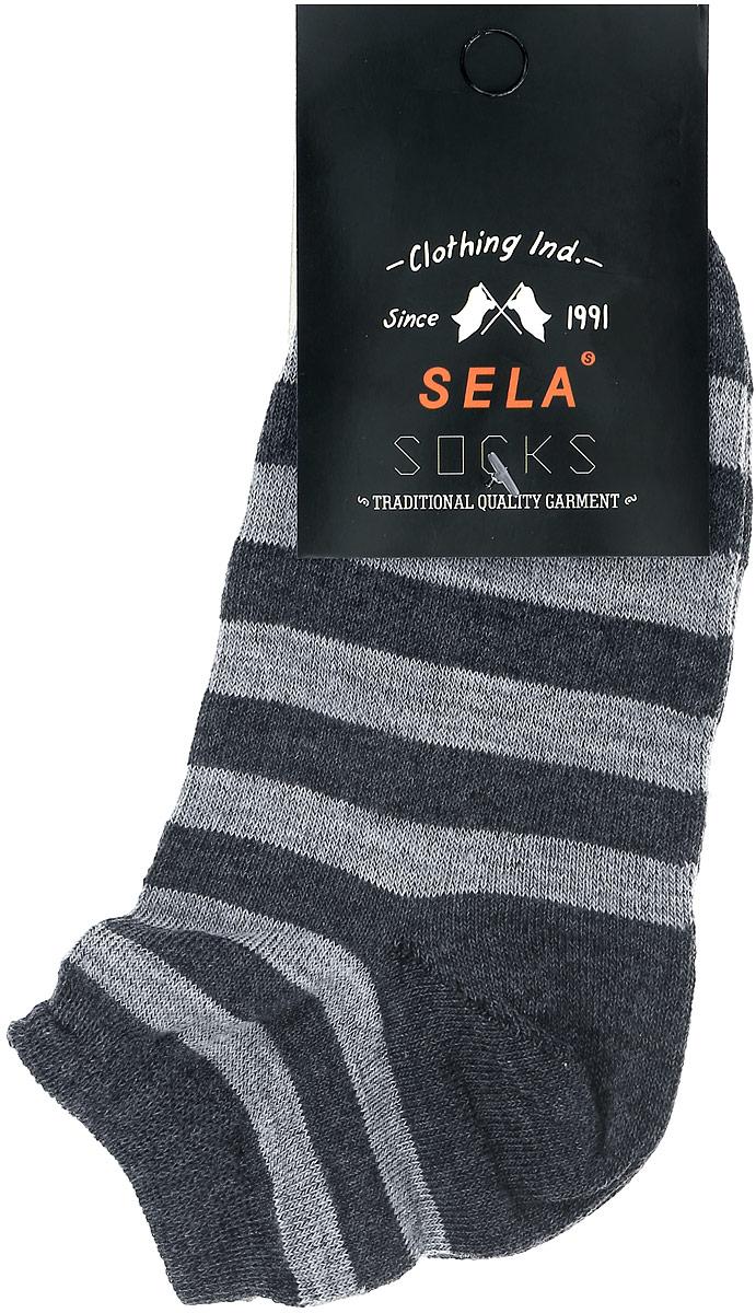 НоскиSOb-7854/036-7101Носки для мальчика Sela изготовлены из высококачественного эластичного хлопка с добавлением полиэстера. Укороченные носки имеют эластичную резинку, которая надежно фиксирует носки на ноге. Модель оформлена узором в полоску.