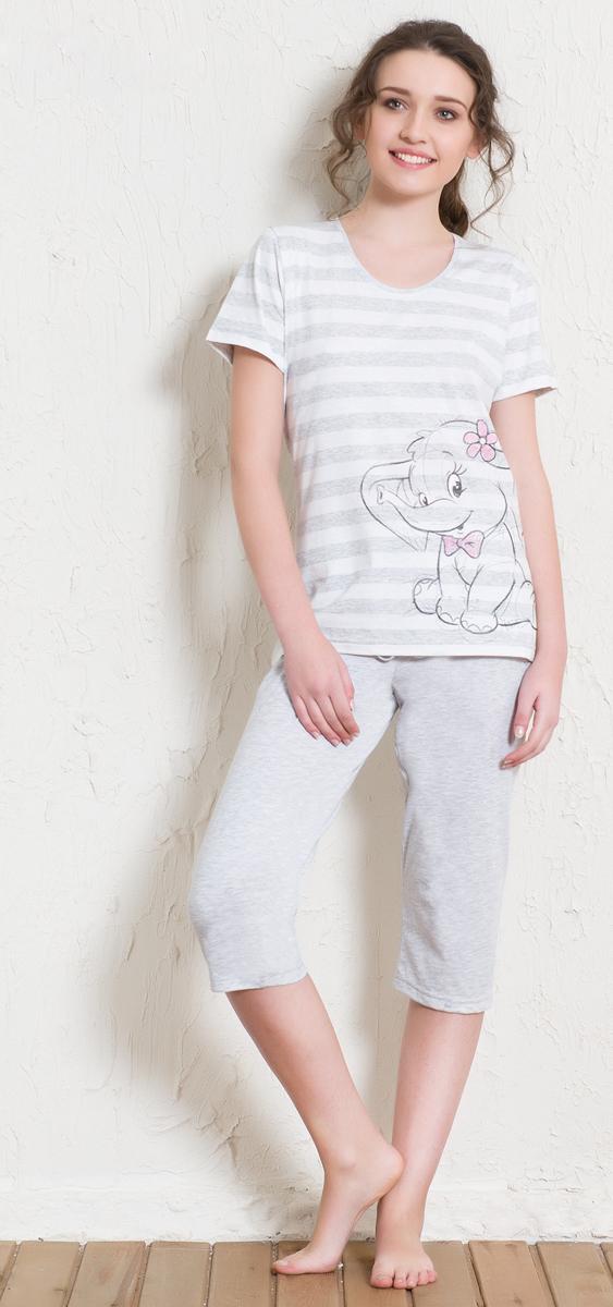 Домашний комплект512013 5390Домашний женский костюм Vienettas Secret, состоящий из футболки и бридж, изготовлен из натурального хлопка с добавлением полиэстера. Футболка с круглым вырезом горловины и короткими рукавами оформлена принтом в полоску и интересным изображением слоника. Бриджи с эластичным поясом имеют утягивающий шнурок, который улучшает посадку на талии. Выполнено изделие в лаконичном дизайне.