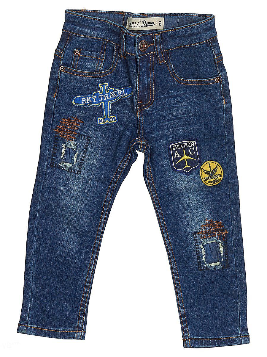 ДжинсыPJ-735/053-7131Стильные джинсы для мальчика Sela выполнены из качественного эластичного хлопка с эффектом потертостей. Джинсы зауженного кроя и стандартной посадки на талии застегиваются на пуговицу и имеют ширинку на застежке-молнии. На поясе имеются шлевки для ремня. Модель представляет собой классическую пятикарманку: два втачных и один маленький накладной кармашек спереди и два накладных кармана сзади. Джинсы оформлены яркими нашивками и декоративными заплатками.