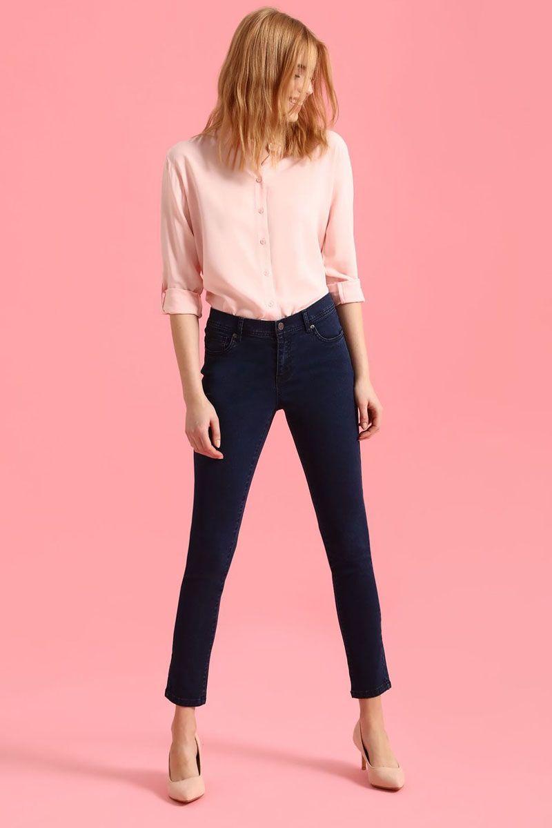 БрюкиSSP2446GRСтильные женские брюки Top Secret - брюки высочайшего качества на каждый день, которые прекрасно сидят. Модель изготовлена из высококачественного комбинированного материала. Эти модные и в тоже время комфортные брюки послужат отличным дополнением к вашему гардеробу. В них вы всегда будете чувствовать себя уютно и комфортно.