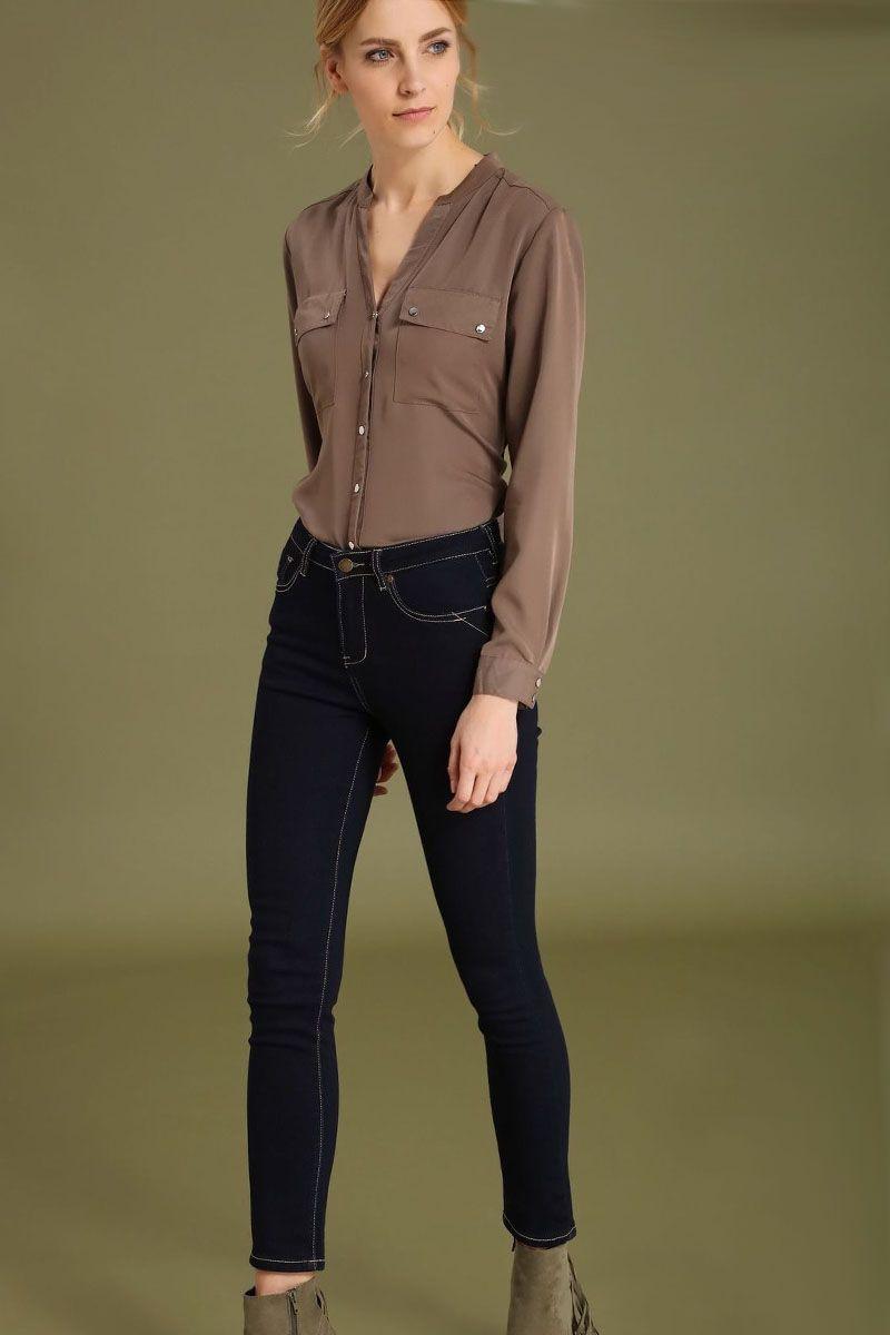 БрюкиSSP2426NIСтильные женские брюки Top Secret - брюки высочайшего качества на каждый день, которые прекрасно сидят. Модель изготовлена из высококачественного комбинированного материала. Эти модные и в тоже время комфортные брюки послужат отличным дополнением к вашему гардеробу. В них вы всегда будете чувствовать себя уютно и комфортно.